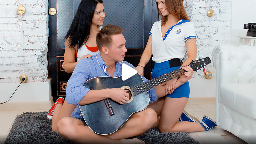 [First BGG] Two sporty babes seduce musician 4K UltraHD (2160p)