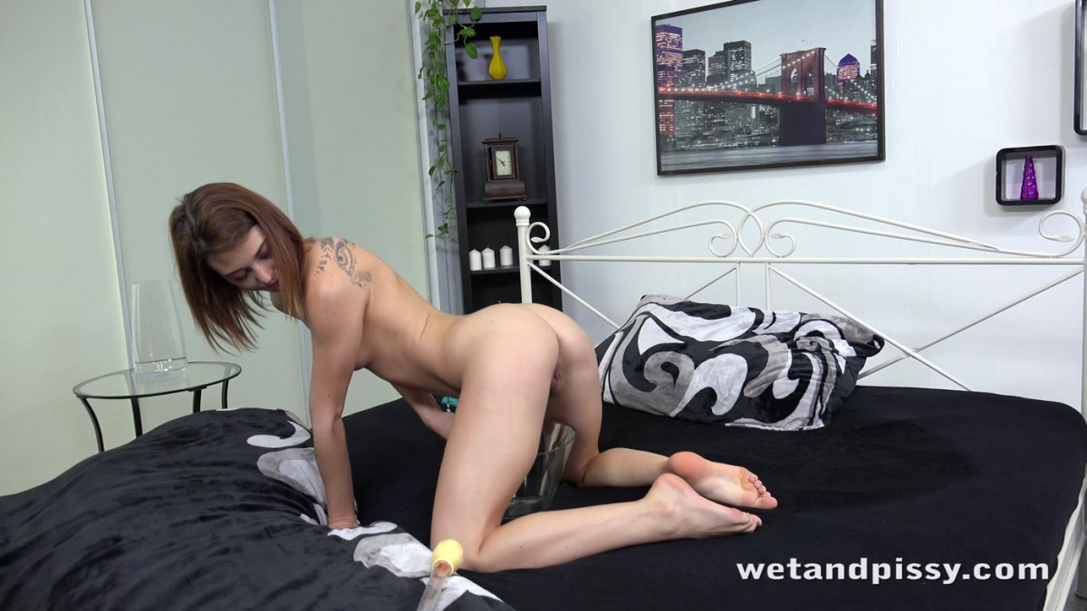 [Wet And Pissy] Pee Soaked Sheets 4K UltraHD (2160p)