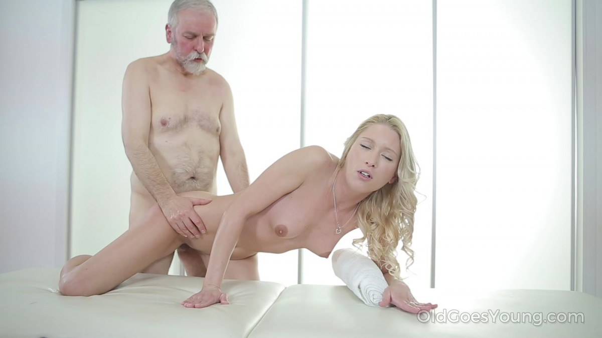 [Old Goes Young] Sexy blondie relaxes her old teacher with massage and blowjob 4K UltraHD (2160p)