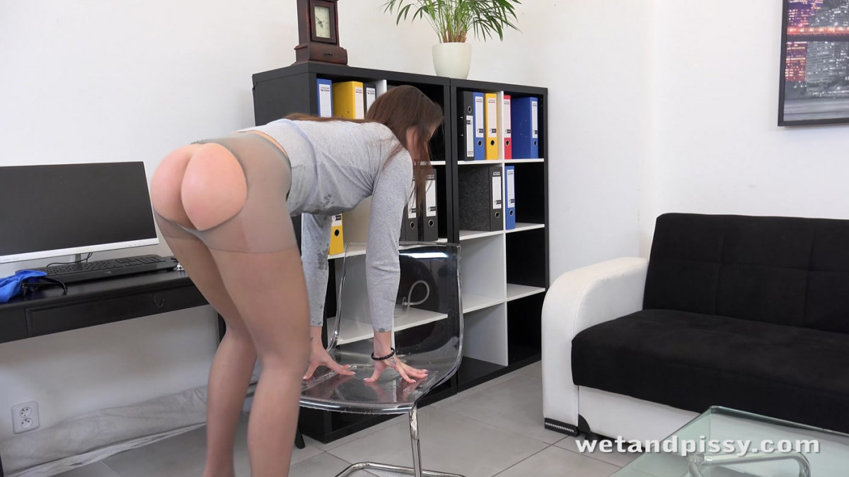 [Wet And Pissy] Office Piss Play 4K UltraHD (2160p)