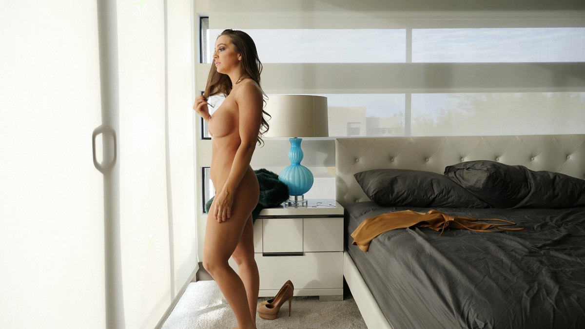 [Bang! Originals] Abigail Mac Gets Fucked For The First Time In 2018 While Everyone Watches 4K UltraHD (2160p)