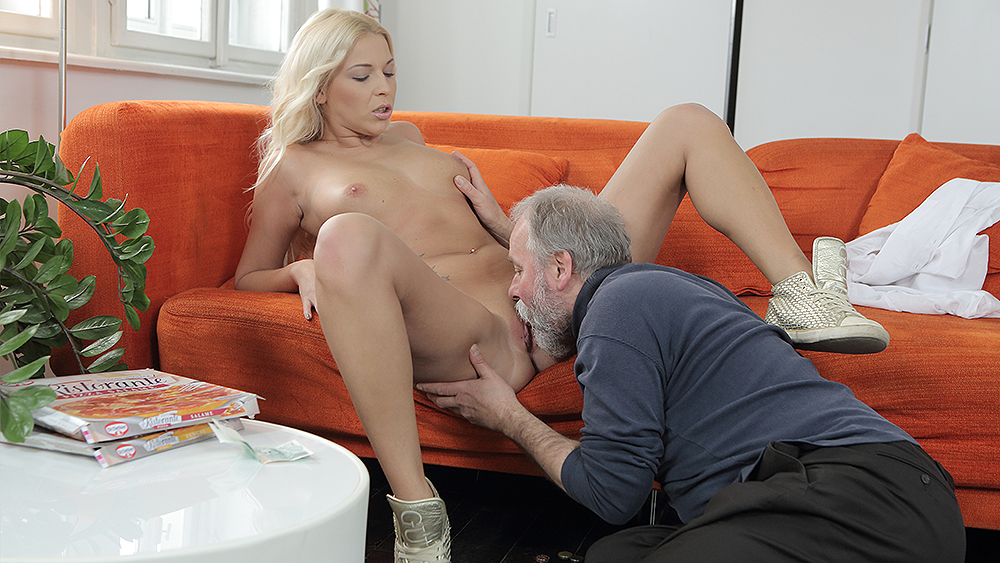 [Old Goes Young] Stunning blondie gets sex help from her teacher 4K UltraHD 2160p