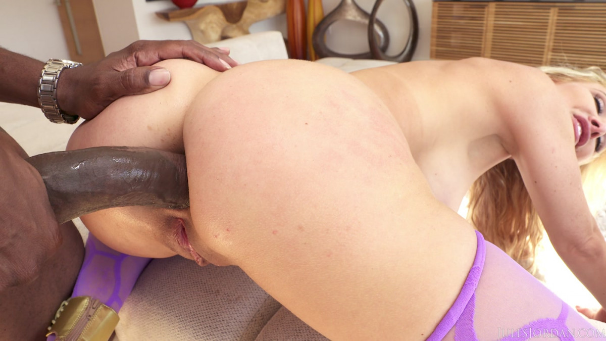 busty housewife get banged